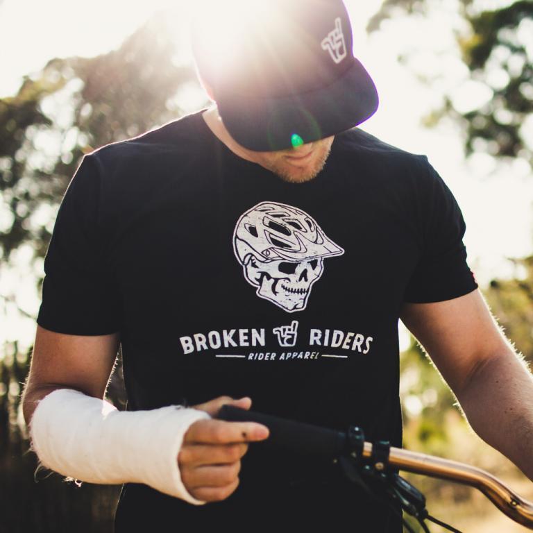 Broken Riders T